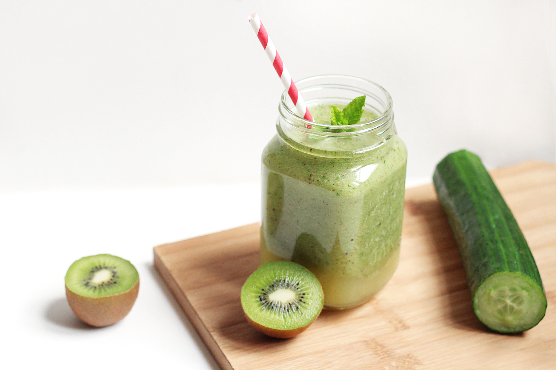 green-smoothie-concombre-kiwi